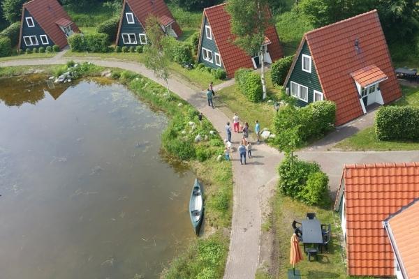lemmer-bant-vakantiehuisjes-op-park-rondom-het-water_22775